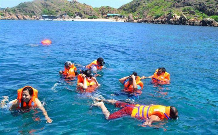 Lặn san hô siêu đẹp ở Hòn Khô