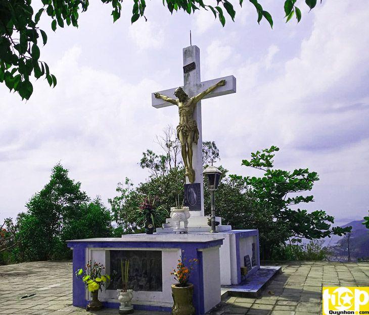 Thánh giá thiên chúa trên núi Xuân Vân