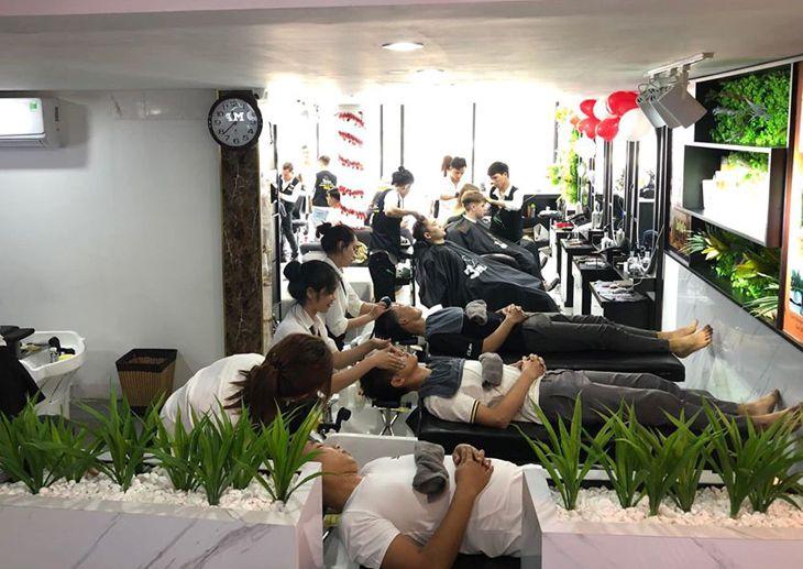 Đội ngủ stylist chuyên nghiệp và những bạn massage gội đầu rất xinh là điểm cộng - ảnh:3Man