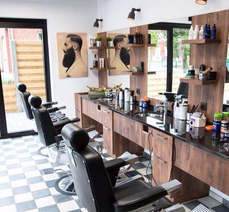 Không gian thoáng mát, lịch sự của tiệm - ảnh: barbershopchinh