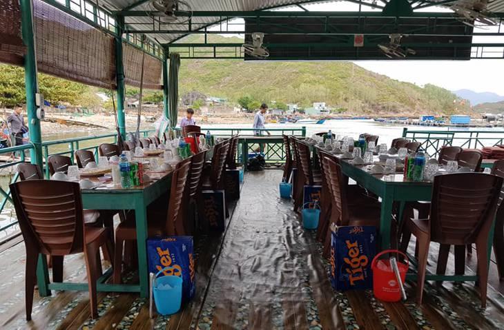 Nhà hàng bè nỗi Biển Đông, địa điểm ăn uống có sức hút mạnh mẽ - ảnh:ST