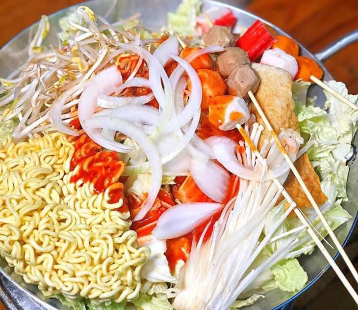 Tại đây có rất nhiều món ăn vặt, mang đậm phong cách Hàn - Ảnh:ST