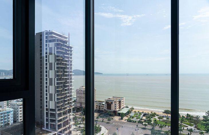 View biển Quy Nhơn nhìn từ cửa sổ khách sạn Anya Quy Nhơn - Ảnh:ST