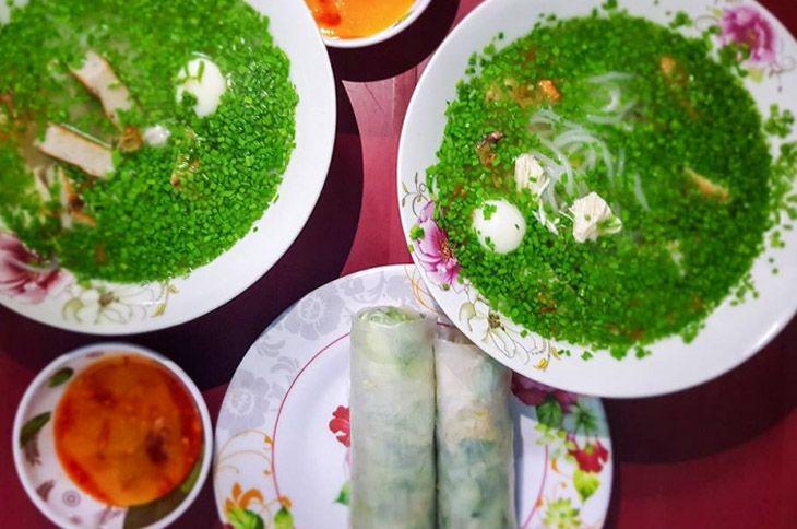 Quán bánh canh hẹ ngon đúng vị ở Quy Nhơn - Ảnh:QNDiscover
