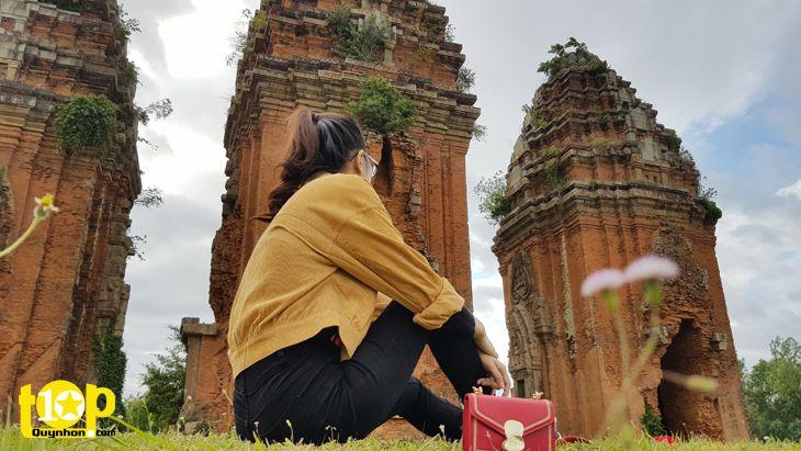 Cảnh sắc thơ mộng bên tháp Dương Long