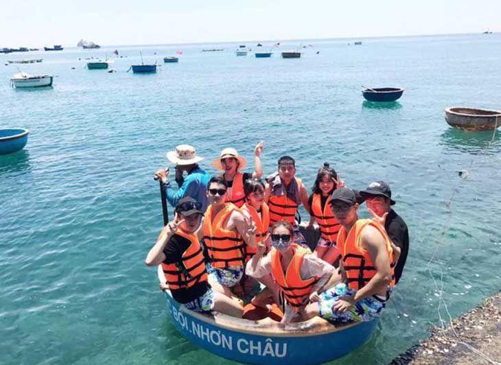 Cùng khám phá biển với dịch vụ lặn san hô, hòa mình vào cùng làn nước mát lạnh - ảnh:ST