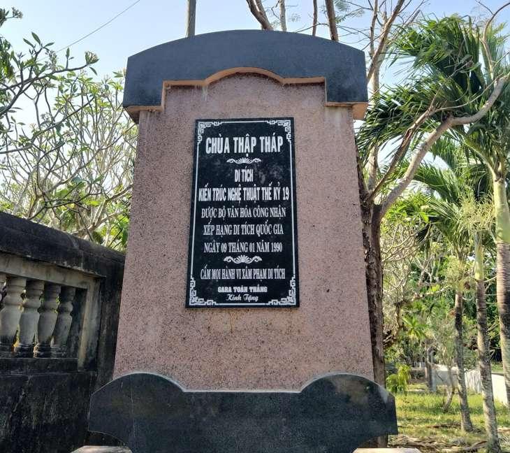 Tấm bia phía trước chùa , bên cạnh đường dẫn vào chùa - Ảnh: Sơn Ca - Top10quynhon