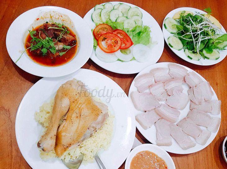 Cơm gà và cơm gia đình đậm đà thơm ngon cực kỳ - Ảnh:ST