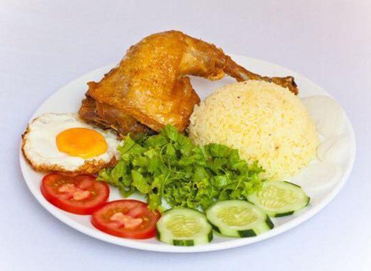 Ngoài ra còn có cả các món cơm gà cũng ngon không tưởng luôn nhé - ảnh:ST