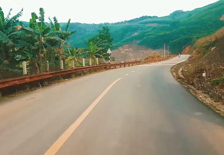 Những con đường khúc khủy và những khung cảnh tuyệt đẹp 2 bên đường di
