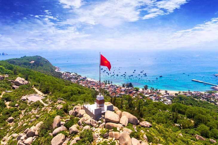 Ngọn cờ tổ quốc nơi niềm tin yêu của ngư dân ở đảo - Ảnh:ST