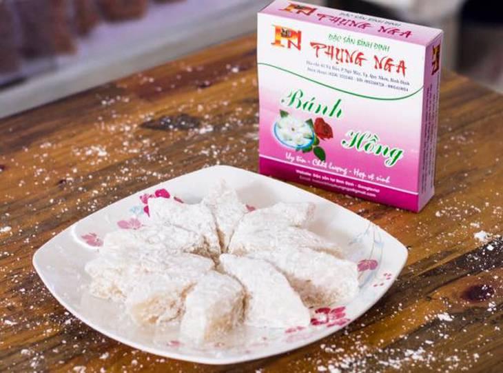 Ở đây có hầu hết các món đặc sản ở Quy Nhơn, đây là món bánh hồng được sản xuất tại cửa hàng