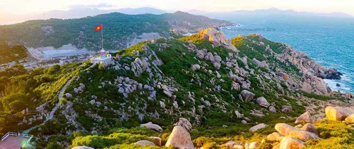 Dạo vòng quanh để khám phá sự thanh bình, xinh đẹp của hòn đảo này nhé - Ảnh:ST