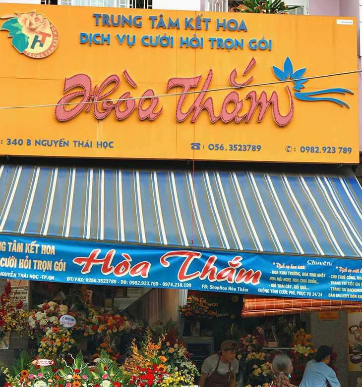 Là một trong những shop hoa lâu đời ở Quy Nhơn - Hòa Thắm rất được lòng khách hàng - ảnh:ST
