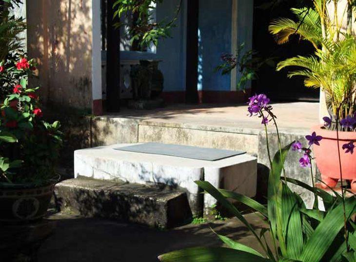 Hòn đá chém, một trong những nét đặc sắc, linh thiêng của chùa - ảnh:ST