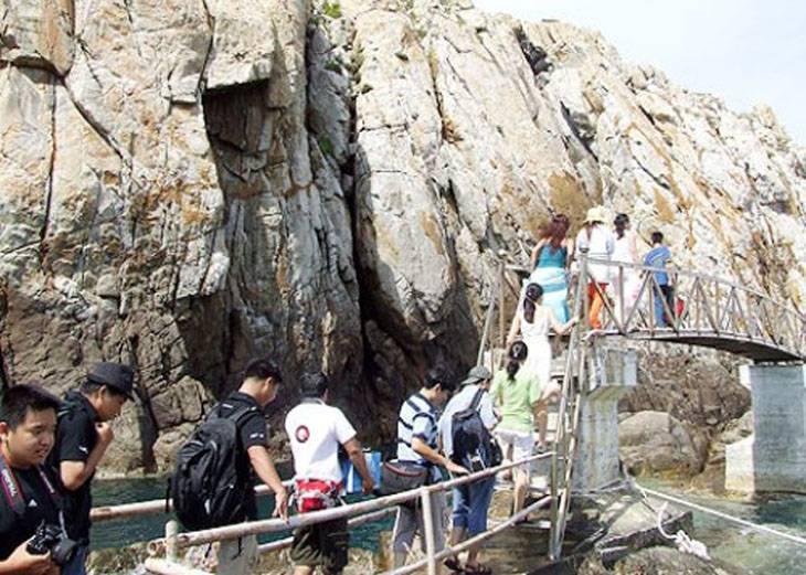 Các hang động nuôi Yến, rất đẹp và hùng vĩ - Ảnh:ST