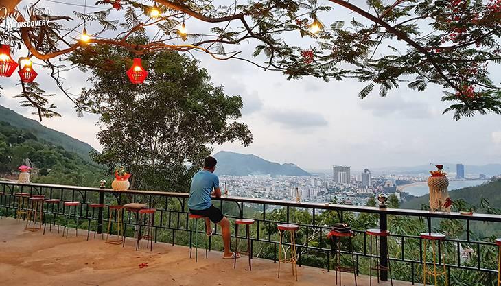 Quán cà phê view thành phố xịn xò