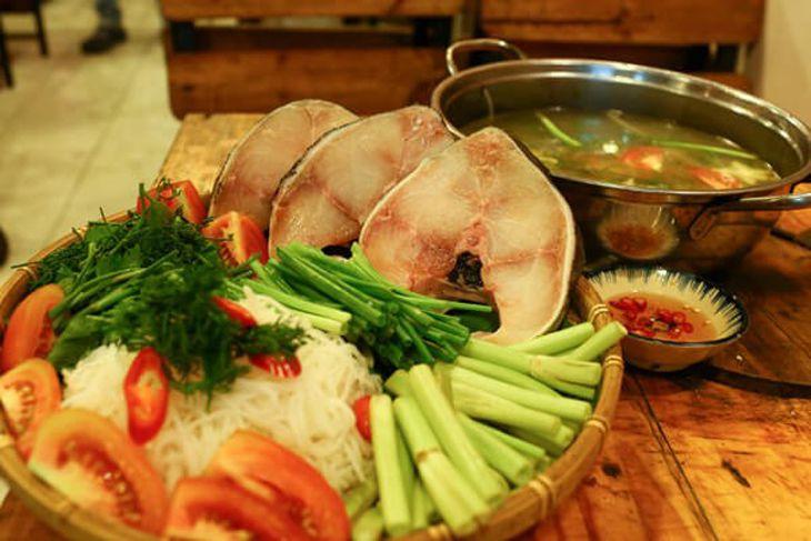 Lẫu cá Bớp món ăn rất ngon ở quán lẫu nướng Nyna NyNa - Ảnh: ST