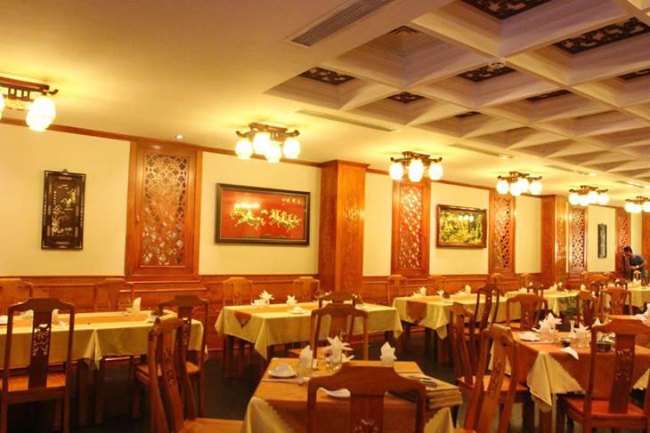 Không gian nhà hàng sang trọng, lịch sự và rất sạch sẽ - Ảnh:ST