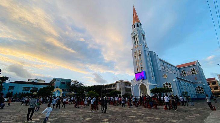 Top #8 Nhà Thờ Đẹp Ở Quy Nhơn | Giáo Đường Thơ Mộng