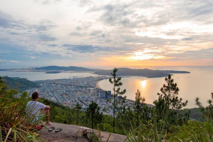 Núi Vũng Chua Quy Nhơn địa điểm ngắm toàn cảnh thành phố đẹp nhất