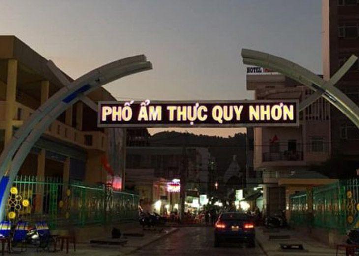 Phố âmt thực Quy Nhơn, nằm trên đường Ngô Văn Sở, cung đường rất nhiều món ăn ngon - ảnh:ST