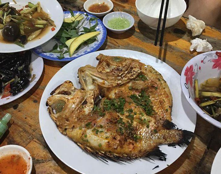 Món cá nướng ở đây được đánh giá đặc sắc, thơm