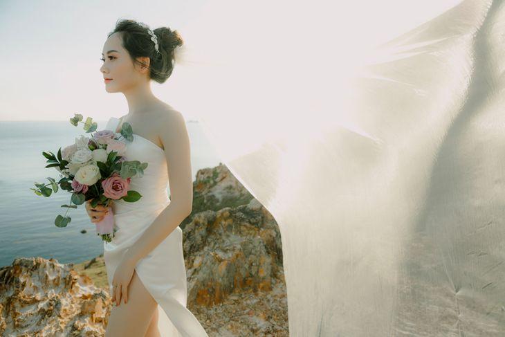Cô dâu lộng lẫy trong những bộ váy cưới mới cứng ở Xuân Thỏ Studio