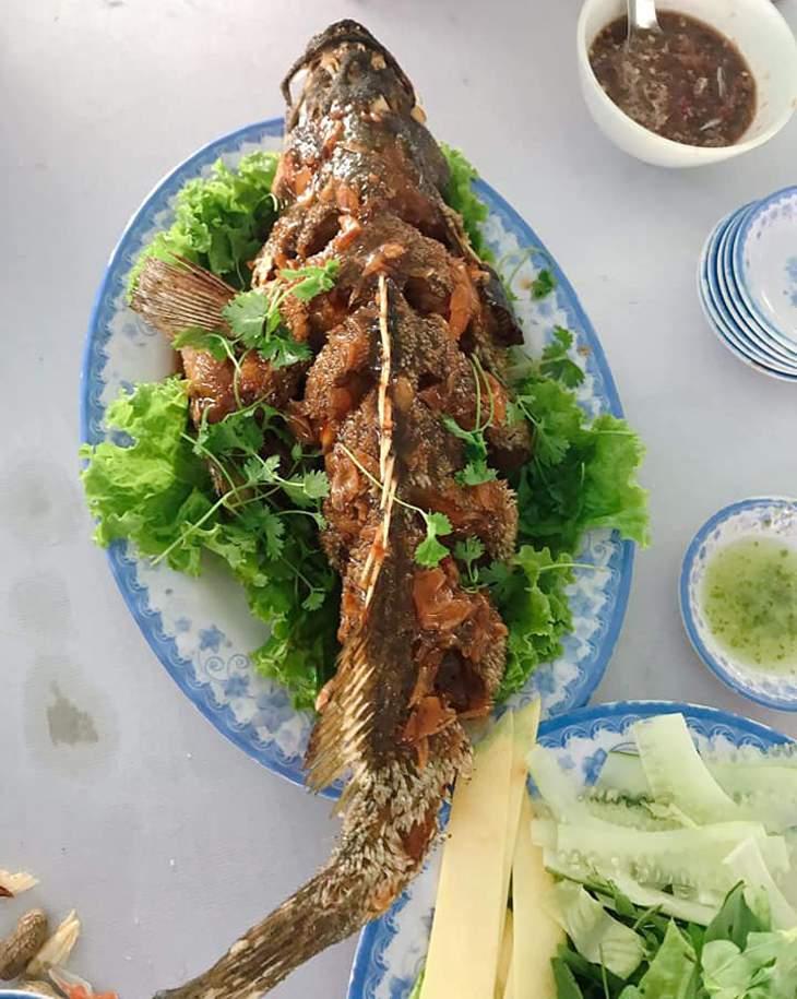 Món cá chiên xù này, cuốn bánh tráng và chấm với mắm nêm thì cực kỳ đã luôn nhá - ảnh:ST