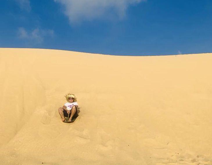 Chinh phục nhưng đồi cát cao - ảnh:ST