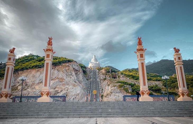 Chùa Ông Núi Bình Định | Địa Điểm Ngắm Biển Tuyệt Đẹp